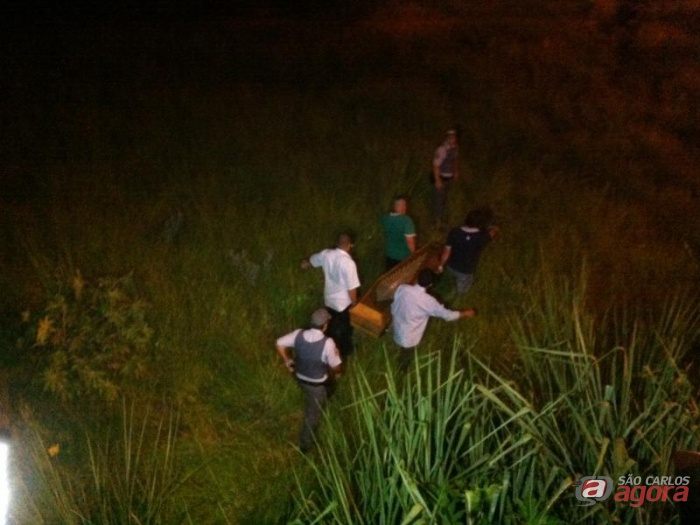 Corpo da funcionária pública é levado ao IML de Araraquara. (foto Araraquara.com) -