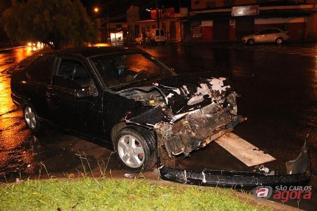 Acidente ocorrido no dia 25/11. Morotista apresentava estado visível de embriagues. (Foto: Mauricio Duch / SCA) -