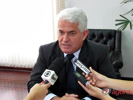 Marquinho Amaral, presidente da Câmara, explica a ação do MP contra Lineu Navarro e Edson Fermiano. (Foto: Tiago da Mata / SCA) -