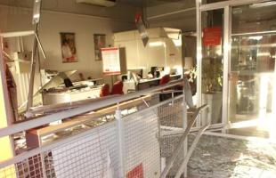 Bandidos explodiram mais um caixa eletrônico na região. (foto Gazeta de Américo). -