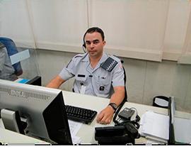 Policial militar do COPOM que ajudou a salvar a vida da criança. -