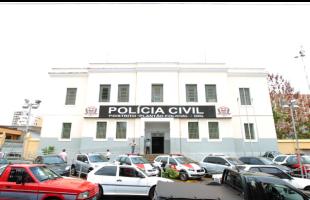 Presos estavam na Central de Flagrantes e seriam levados para o CDP (Foto: F.L.Piton / A Cidade). -