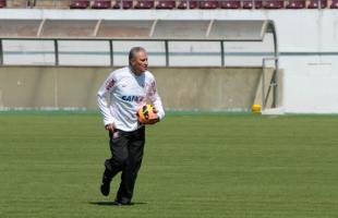 Técnico Tite durante treino na Arena da Fonte no sábado (Foto: Deivide Leme) -