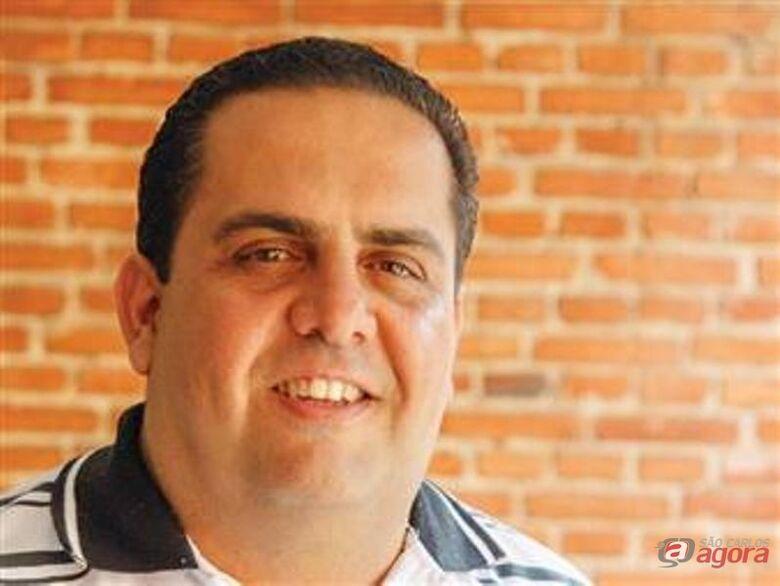 """Jorge Henrique Carrara,""""Professor do Ano de 2013"""" -"""
