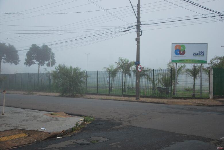 Sexta-feira amanheceu com bastante neblina em São Carlos. -