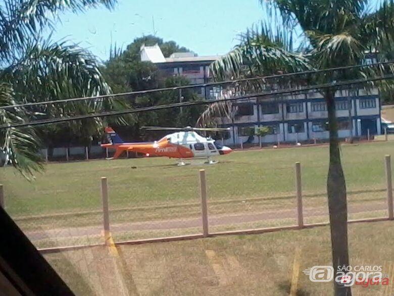 Helicóptero pousou na USP para resgatar o empresário. (foto: nternauta/leitor Ubiratan A. Ribeiro/Arquivo Pessoal) -