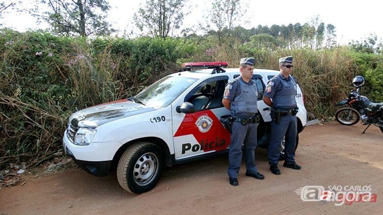 Policiais de São Carlos prestaram homenagem ao colega morto em confronto com bandidos. (Anderson Lúcio) -