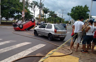 Trânsito precisou ser interditado por conta do acidente (Gabriela Martins/Tribuna Araraquara) -