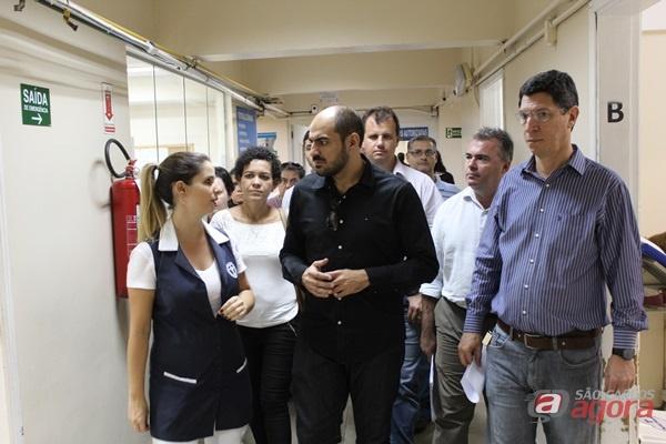 Auditor do Ministério da Saúde (a0 centro) visita unidade do Serviço Médico de Urgência (SMU) para conferir protocolos e infraestrutura -