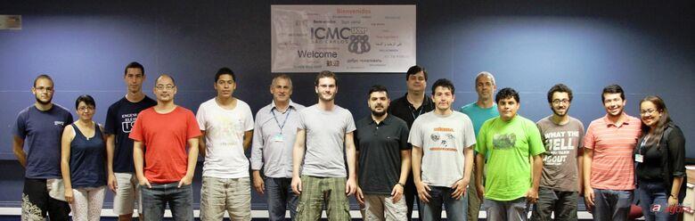 Alunos, professores e funcionários do ICMC durante a recepção que aconteceu no auditório Luiz Antonio Favaro -