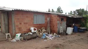 """""""Ceará"""" foi morto a pauladas em sua casa. (foto Milton Rogério). -"""