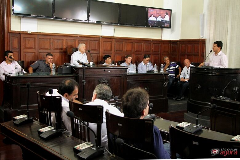 Roselei fala em audiência que discutiu iluminação pública: vereador propôs e presidirá Comissão de Estudos sobre o tema -