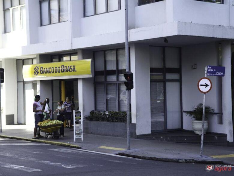 Ladrões violaram oito caixas e levaram mais de meio milhão de reais. (foto Moacir Júnior) -