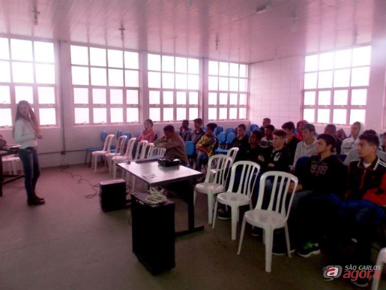 Jogadores durante a palestra: aprendizado sobre a alimentação correta Divulgação -
