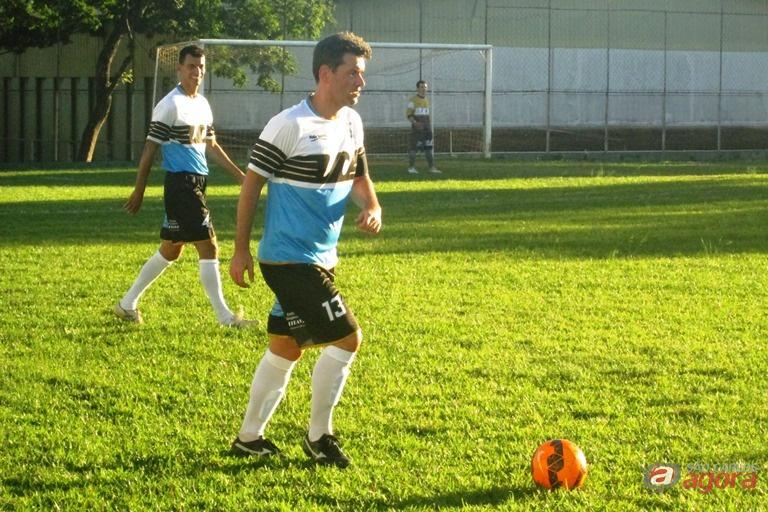 Cristian marcou quatro vezes e comandou o meio-campo da Nazareno Gustavo Curvelo -