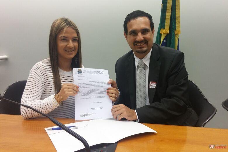 Julio Cesar entregou ofício à deputada federal Bruna Dias Furlan. (Assessoria Julio Cesar) -