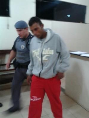 Acusado que estava sendo procurado foi preso pela Força Tática. -