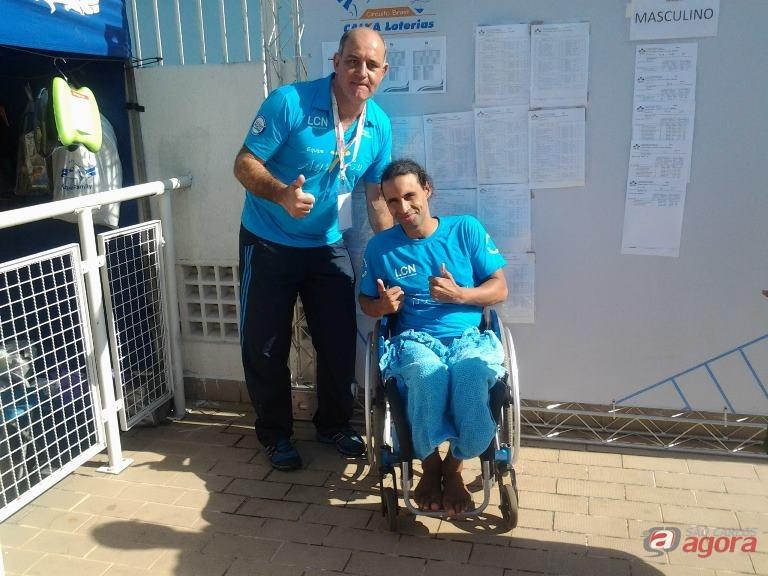 Elton e Mitcho comemoram a conquista dos índices: São Carlos será representada no Circuito Caixa de Natação Paralímpica Divulgação -