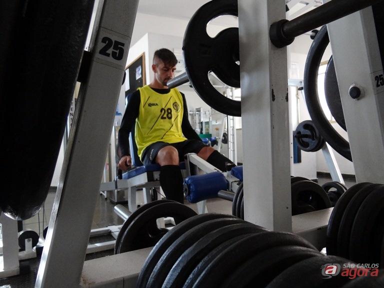 """Mário Augusto durante o treino na Espaço Saúde: """"a preparação para encarar o Inter está forte"""", admitiu o jogador Marcos Escrivani -"""