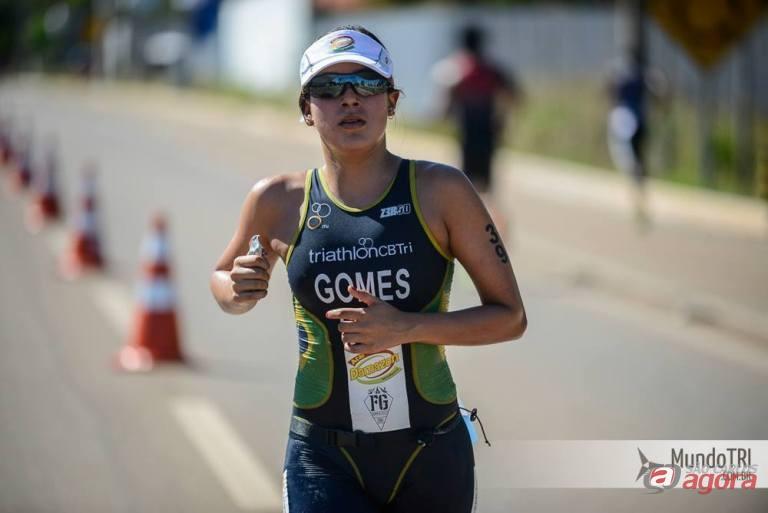 Fabíola Gomes conquistou a medalha de prata em sua categoria e agora foca o Pan-Americano. Foto: MundoTRI -