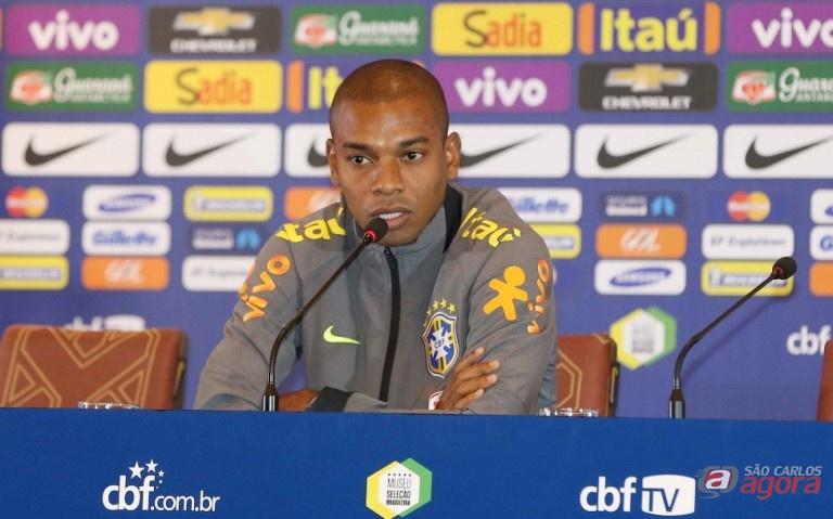 """""""O grupo está aberto, todos com chances de classificar; temos que redobrar atenção"""", afirmou Fernandinho. Rafael Ribeiro/CBF -"""