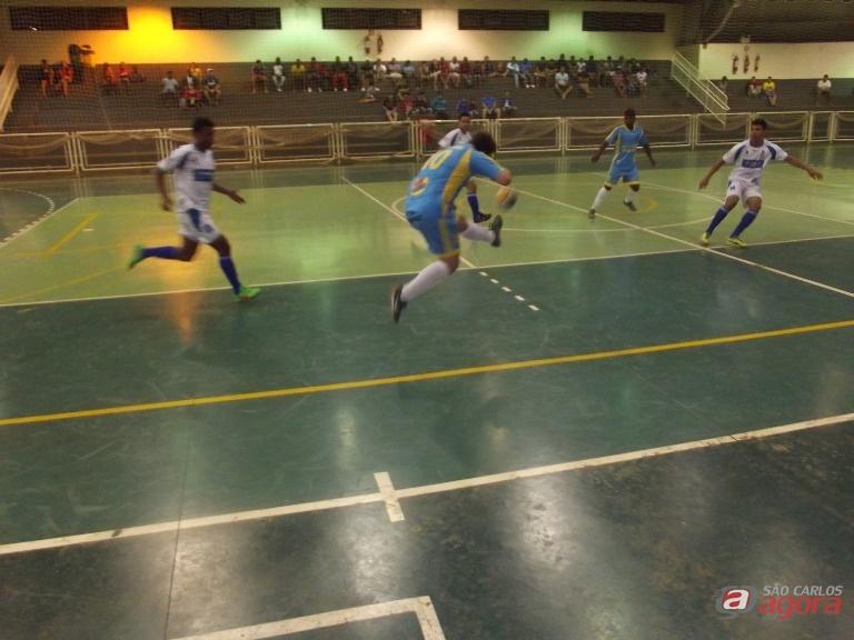 Equipe são-carlense durante o jogo. Vitória tranqüila e vaga para a segunda fase. Foto Divulgação -