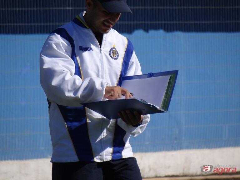 Guanaes durante treino da Águia. Técnico acredita em título da seleção na Copa América. Foto: Marcos Escrivani -