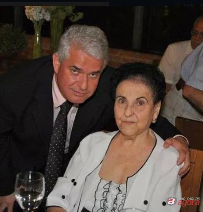 Marquinho Amaral com sua mãe,dona Núbia: Câmara homenageia trajetória exemplar como mãe, benemérita e educadora. -