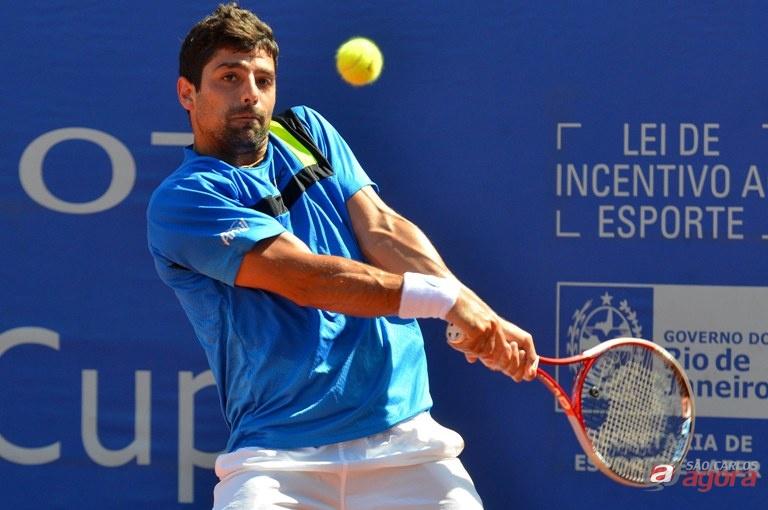 Tiago Lopes, 495º do mundo, superou Rafael Matos, 757º da ATP, por 6/3 e 7/6 (6) na primeira rodada em Itajaí. Foto: João Pires/FotoJump -