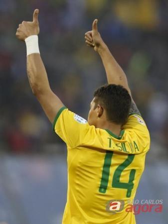 Thiago Silva comemorando gol contra a Venezuela em partida da Copa América. Reuters/Andres Stapff -