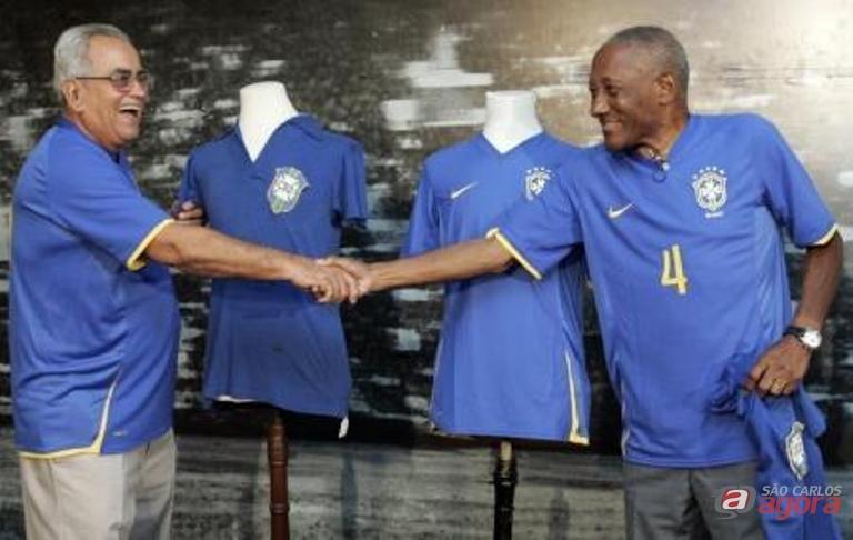 Zito (esquerda) e Djalma dos Santos durante evento da CBF no Rio de Janeiro - 21/01/2008. Reuters/Sergio Moraes -