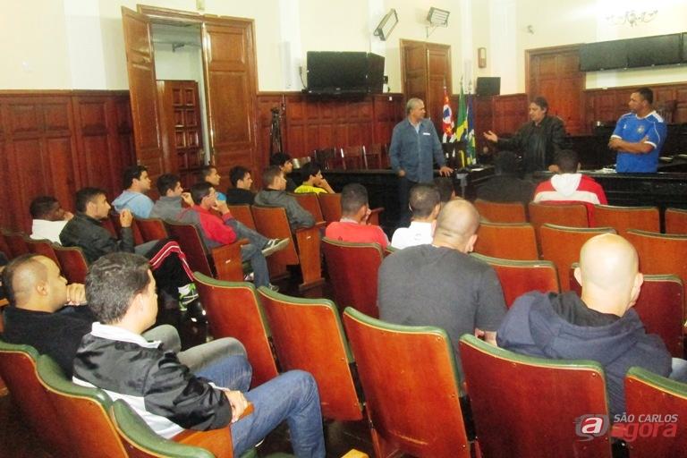 Representantes das equipes estiveram presentes na Câmara Municipal. Foto: Gustavo Curvelo/Divulgação -