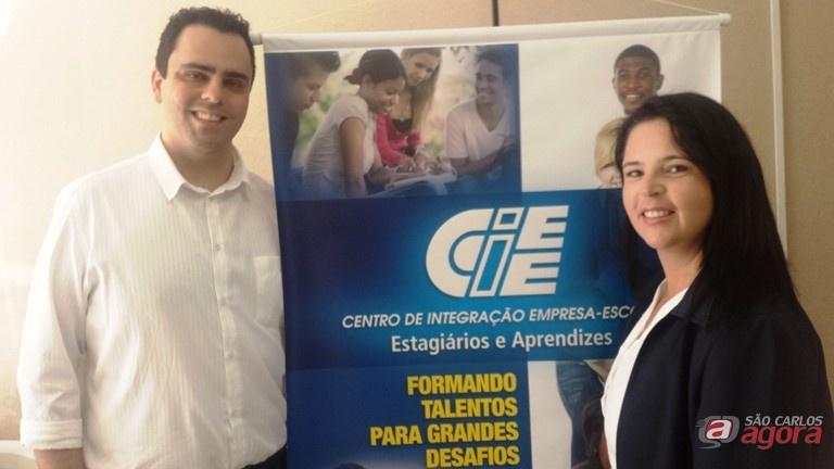Alex e Vanessa são instrutores dos jovens e participam como voluntários na campanha Foto: Divulgação -