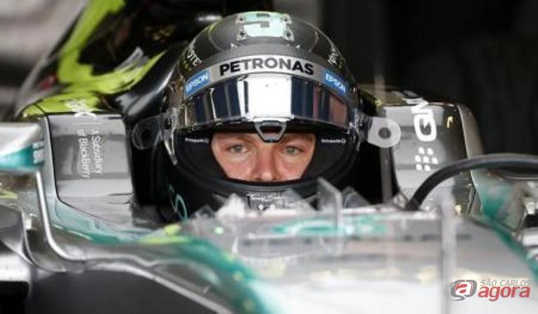 Piloto da Mercedes, o alemão Nico Rosberg, durante treino livre para o Grande Prêmio da Grã-Bretanha de Fórmula 1. Foto: Reuters/Andrew Yates -