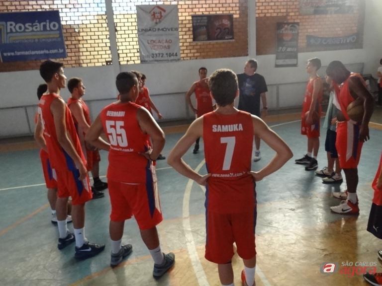 Equipe sub16 durante os treinos realizados no Clube dos Bancários. Teste complicado para o Objetivo/Meneghelli. Foto: Divulgação -