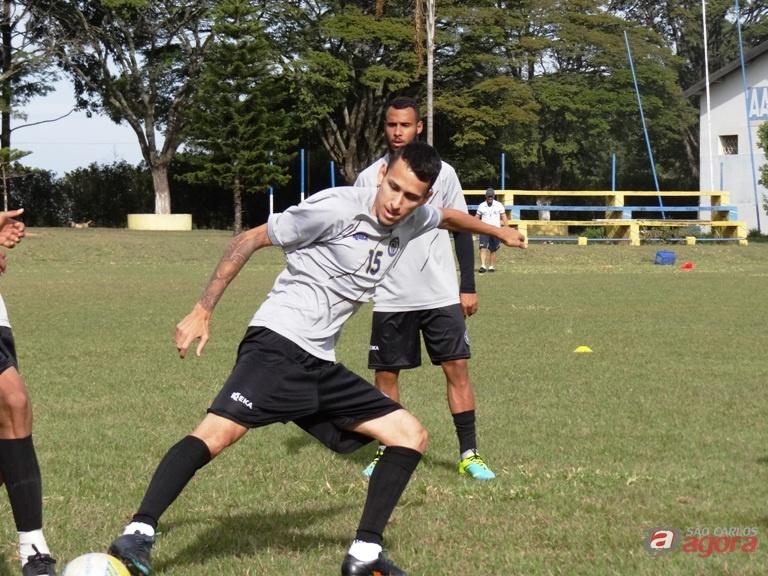 Vecchio em ação durante os treinos. Jogador quer atenção contra o lanterna. Foto: Marcos Escrivani -
