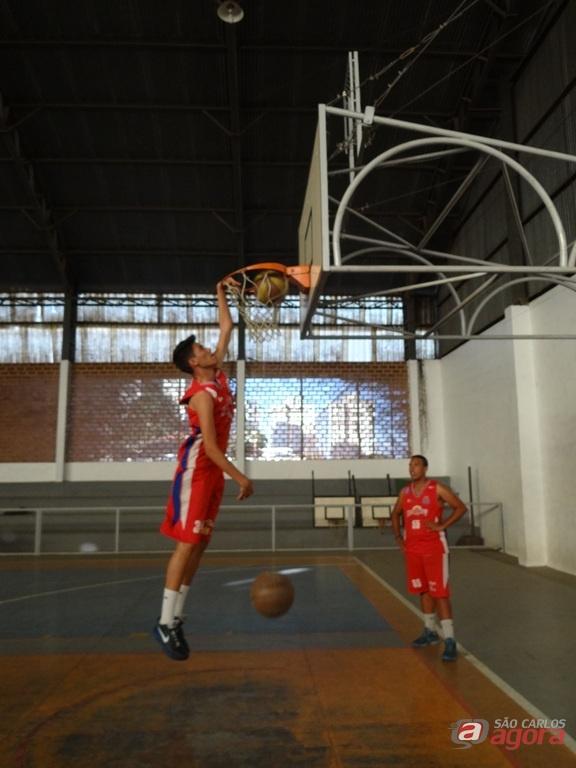 Brunno durante o treino: jogador garante que sonho faz parte de todo o atleta. Foto: Marcos Escrivani -