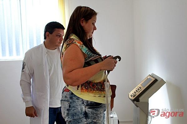 Pesquisado avalia a massa corpórea do paciente em busca de indicadores que possam orientar a mudança de habito para se atingir o peso ideal / Foto: Hever Costa Lima -