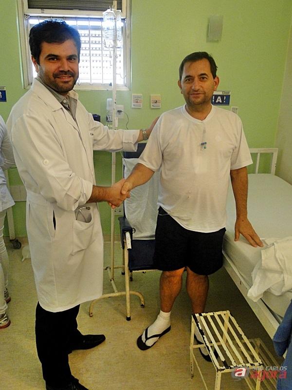 Vinícius e Fernando na semana seguinte a cirurgia cardíaca que tratou de um aneurisma da aorta torácica -