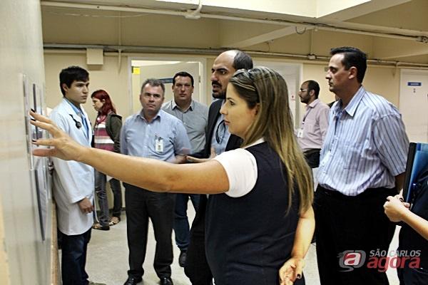 Oliveira conversa com a Juliana Tiossi sobre os indicadores de gestão hospitalar após a implantação da Classificação de risco/Foto: Hever Costa Lima/Divulgação -
