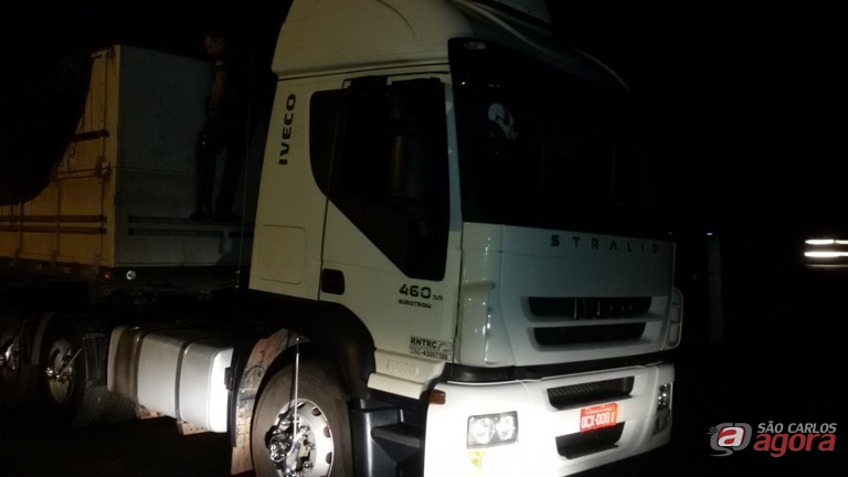 Caminhão foi recolhido ao plantão policial de Porto Ferreira e será devolvido ao proprietário. Foto: Osni Martins -