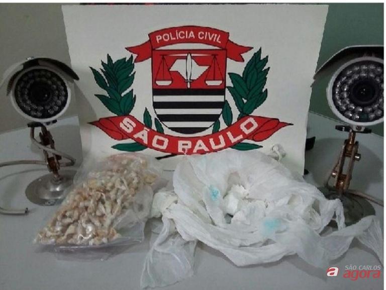 Foram realizados três autos de prisão em flagrante delito, apreendidos armas, munições e drogas. Fotos: Divulgação -