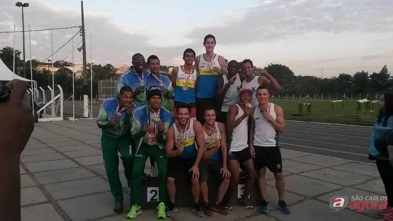 Atletas comemoram as boas conquistas nos Jogos Regionais. Foto: Divulgação -