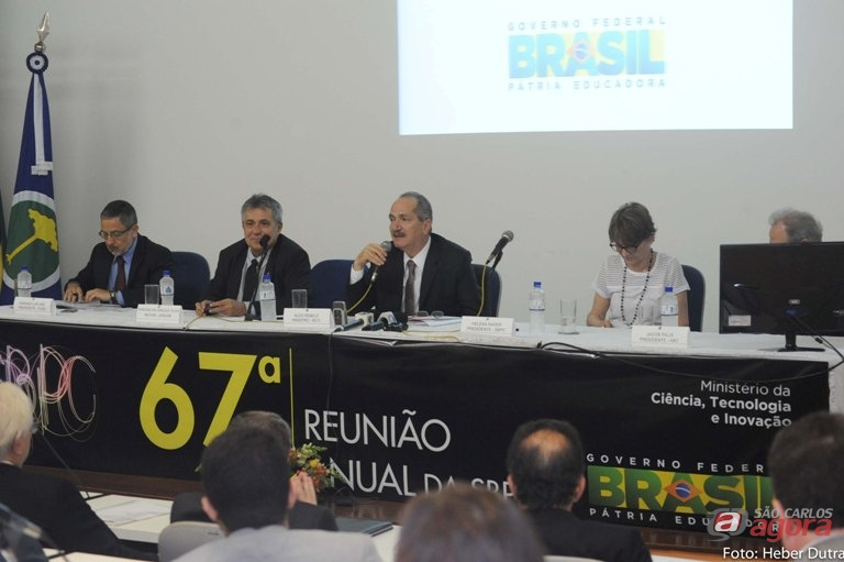 Divulgação - Presidente do CGEE, Reitor da UFSCar, Ministro Aldo Rebelo e Presidente da SBPC na apresentação -