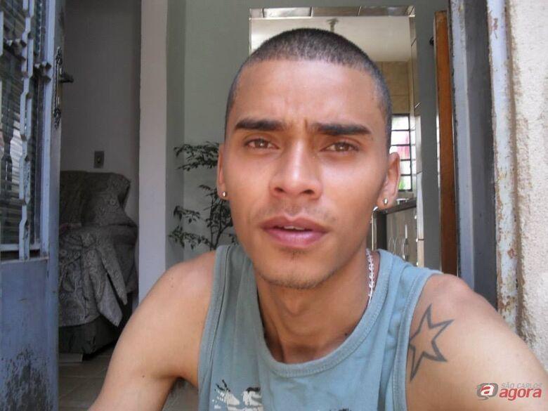 Rodrigo foi morto a tiros em bar no Aracy. (foto Divulgação Facebook) -