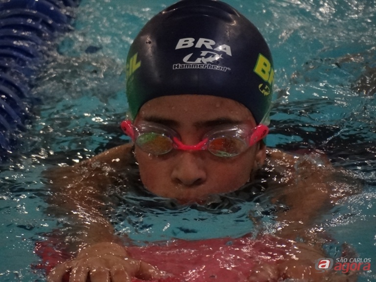 Gabi garantiu que tem treinado forte na piscina da Aquário Fitness e na Fesc. Fotos: Marcos Escrivani -