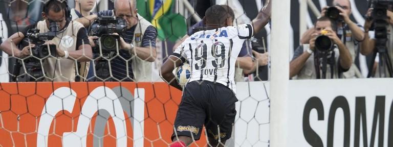 Love comemora gol em cima dos mineiros. Vitória na Arena por 3 a 0. Foto: www.agenciacorinthians.com.br -