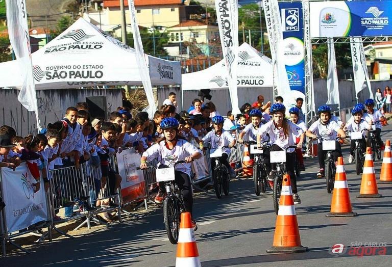 Centenas de ciclistas/alunos, de 12 a 17 anos brigarão pelos títulos e as vagas nas seletivas estaduais. Ivan Storti/FPCiclismo -