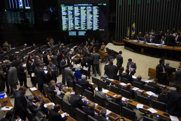 Câmara dos Deputados faz sessão plenária para votar em segundo turno a PEC que reduz a maioridade penal de 18 anos para 16 Fabio Rodrigues Pozzebom/Agência Brasil -