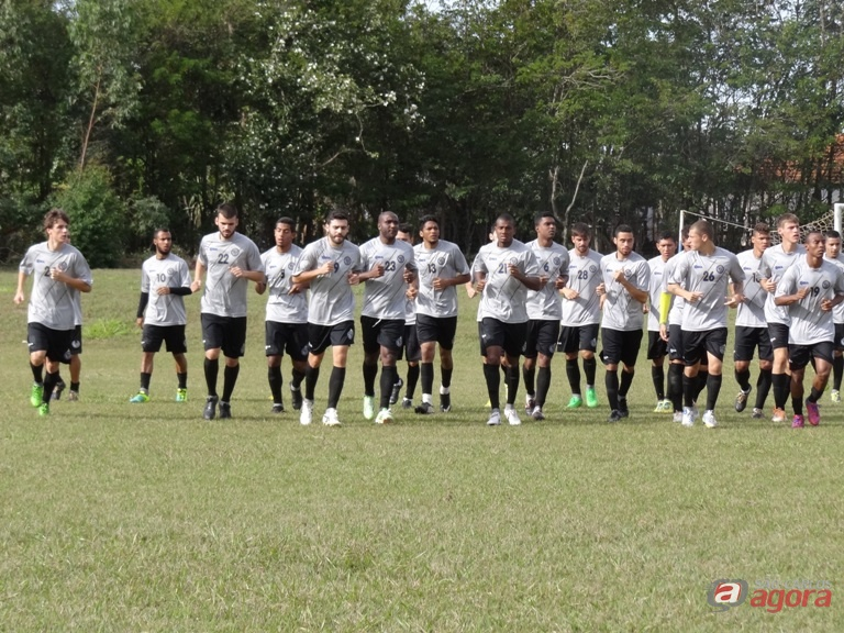 Força máxima: jogadores da Águia treinam para o decisivo desafio em Ribeirão Preto. Foto: Marcos Escrivani -